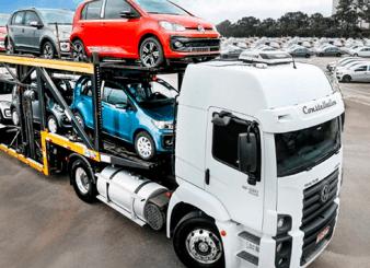 Como os carros são colocados na cegonha?